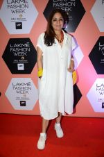 Neena Gupta on Day 4 at Lakme Fashion Week 2016 on 2nd April 2016 (187)_57012fb5d7895.JPG
