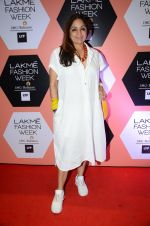 Neena Gupta on Day 4 at Lakme Fashion Week 2016 on 2nd April 2016 (185)_57012fb32e0b7.JPG