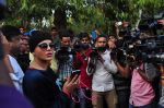 Rakhi Sawant at Pratyusha Banerjee_s funeral on 2nd April 2016 (37)_5700c2af023e3.JPG