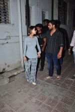 Sara Khan at Pratyusha Banerjee_s funeral on 2nd April 2016 (52)_5700c2c03ead6.JPG