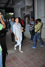 Shilpa Saklani at Pratyusha Banerjee_s funeral on 2nd April 2016 (36)_5700c2d417a2e.JPG