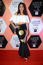 Sonakshi Sinha on Day 4 at Lakme Fashion Week 2016 on 2nd April 2016 (212)_5701306d1c21e.JPG