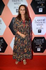 Soni Razdan on Day 4 at Lakme Fashion Week 2016 on 2nd April 2016 (201)_57013079bf9da.JPG