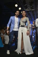 Amy Jackson at the Karan Malhotra Show at Lakme Fashion Week on 3rd April 2016  (330)_570247a9488dd.JPG