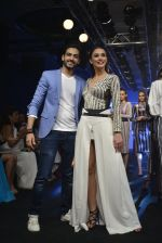 Amy Jackson at the Karan Malhotra Show at Lakme Fashion Week on 3rd April 2016  (331)_570247aab02aa.JPG