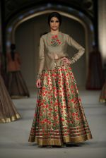 Model at the grand finale for Rohit Bal Show at Lakme Fashion Week on 3rd April 2016 (267)_57024b48090e3.JPG
