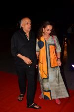 Soni Razdan, Mahesh Bhatt at Kapoor n Sons success bash on 3rd April 2016 (22)_57024a6f922f3.JPG