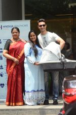 Arpita Khan leaves hospital with baby on 5th April 2016