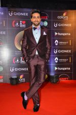 Ayushman Khurana at GIMA Awards 2016 on 6th April 2016 (24)_570640d536a15.JPG
