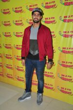 Tanuj Virwani at Radio Mirchi on 6th April 2016 (14)_57062d62f1325.JPG