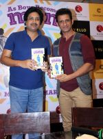 mukul kumar & sharman joshi at the launch of book As Boy become Men written by Indian railway officer Mukul Kumar in Crosswords on 6th April 2016