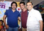 mukul,sharman joshi & yogesh lakhani at the launch of book As Boy become Men written by Indian railway officer Mukul Kumar in Crosswords on 6th April 2016 (2)_57060196e1c53.jpg