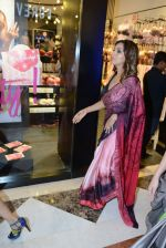 Gauri khan in delhi for satya paul on 8th April 2016 (4)_5708e0ec49b3b.jpg