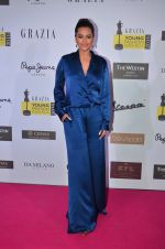Sonakshi Sinha at Grazia Young Fashion Awards 2016 Red Carpet on 7th April 2016 (143)_5708e5936d327.JPG