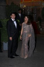 Madhuri Dixit, Sriram Nene at the Royal dinner by Prince William & Kate Middleton on 10th April 2016 (170)_570ba7ff2b702.JPG