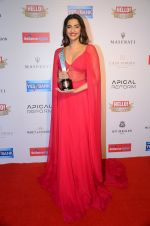 Sonam Kapoor at Hello Hall of Fame Awards 2016 on 11th April 2016