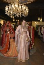 Isha Koppikar at Jhelum_s store for JJ Vlaya preview on 12th April 2016 (71)_570e50cc6262d.JPG