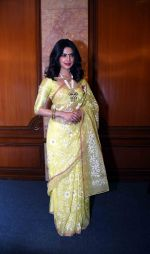 Priyanka Chopra at press meet for winning Padma Awards on 12th April 2016 (62)_570e4f34302c7.JPG