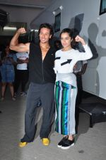 Shraddha Kapoor, Tiger Shroff at Baaghi film promotions on 13th April 2016 (69)_570f3fe58e70a.JPG