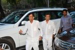 Abbas Mastan at Nadiadwala_s mom prayer meet on 15th April 2016 (8)_5712121a7ecf0.JPG
