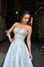 Malaika Arora Khan snapped in Mumbai on 15th April 2016 (6)_571210e7be076.JPG