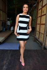 Shraddha Kapoor snapped on 15th April 2016 (8)_571211b917795.JPG