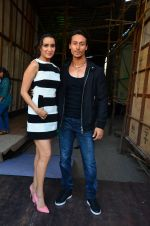 Tiger Shroff and Shraddha Kapoor snapped on 15th April 2016 (10)_571211c87d7a6.JPG