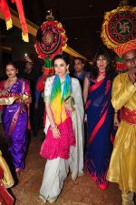 Karisma Kapoor at Gynaecs conference with Dr Nandita Palshetkar on 16th April 2016 (60)_5713a95937f4a.JPG