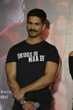 Shahid Kapoor at Udta Punjab trailer launch on 16th April 2016 (169)_5713abef8996c.JPG