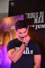 Shahid Kapoor at Udta Punjab trailer launch on 16th April 2016 (174)_5713ac0469560.JPG