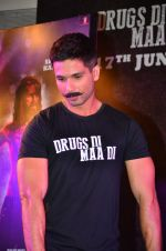 Shahid Kapoor at Udta Punjab trailer launch on 16th April 2016 (175)_5713ac08ddb8a.JPG