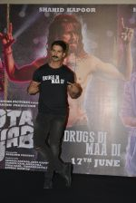 Shahid Kapoor at Udta Punjab trailer launch on 16th April 2016 (180)_5713ac2a1072d.JPG