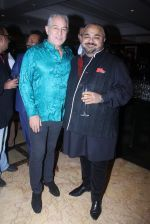 Dalip Tahil at JJ Valaya show on 17th April 2016 (9)_57147ebde43c7.JPG