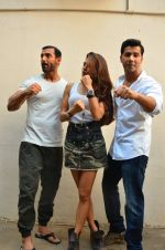 John Abraham, Jacqueline Fernandez, Varun Dhawan at Dishoom wrap up in Mumbai on 18th April 2016