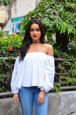 Shraddha Kapoor snapped on 19th April 2016 (38)_5717097a7128a.JPG