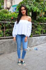 Shraddha Kapoor snapped on 19th April 2016 (47)_571709ced6a4c.JPG