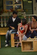 Prachi Desai, Lara Dutta at the promotion of Azhar on location of The Kapil Sharma Show on 22nd April 2016 (119)_571b608ce563c.JPG