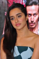 Shraddha Kapoor at Baaghi promotions in Mumbai on 22nd April 2016 (46)_571b67763237a.JPG