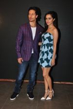 Shraddha Kapoor, Tiger Shroff at Baaghi promotions in Mumbai on 22nd April 2016 (47)_571b67b36cea1.JPG