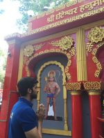 Akshay Oberoi visited the famous Ghanteshwar Hanuman Temple in Mumbai to seek blessings for his film Laal Rang on 22nd April 2016 (4)_5726fa77c68ca.jpg