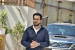 Emraan Hashmi on location of Badi Door Se Aye Hain on 6th May 2016 (24)_572e1c751b114.JPG