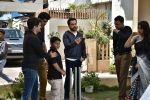Emraan Hashmi on location of Badi Door Se Aye Hain on 6th May 2016 (29)_572e1c75df419.JPG
