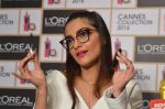 Sonam Kapoor unveils her Cannes look by L_Oreal on 6th May 2016 (1)_572dfcd736968.JPG