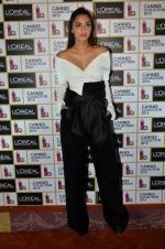 Sonam Kapoor unveils her Cannes look by L_Oreal on 6th May 2016 (27)_572dfcc5c8639.JPG