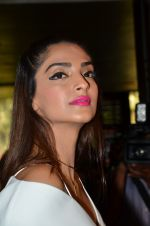 Sonam Kapoor unveils her Cannes look by L_Oreal on 6th May 2016 (31)_572dfcc8b4632.JPG