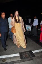 Sonam Kapoor snapped at airport on 7th May 2016 (16)_572f3a4d64388.JPG
