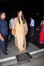Sonam Kapoor snapped at airport on 7th May 2016 (19)_572f3a516f042.JPG