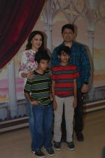 Madhuri Dixit, Sriram Nene at Beauty and Beast screening on 8th May 2016 (28)_57317fae09332.JPG