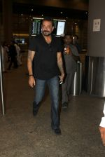 Sanjay Dutt snapped at airport on 8th May 2016 (11)_573185a1e7d28.JPG