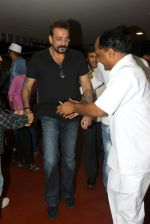 Sanjay Dutt snapped at airport on 8th May 2016 (15)_573185a561e39.JPG